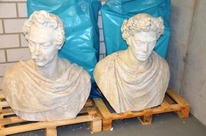 Sie sind die Ersten im Magazin, weil sie zu groß sind für die Ausstellung: die von Albert Wolff 1852 geschaffenen Originalbüsten des Großherzogs Carl (rechts) und seines ältesten Sohnes Carl.