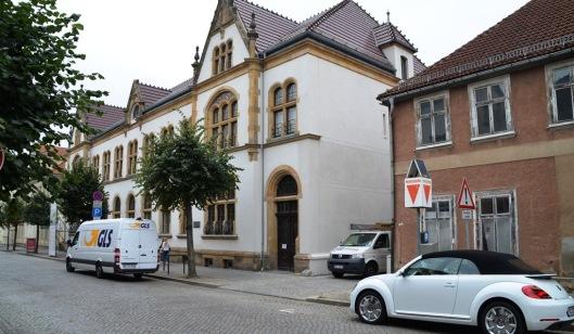 Noch fehlt es an der Außenwerbung. Vor der Tür zur Alten Post soll eine Stele künftig die Besucher unübersehbar anlocken. Außerdem wird ein Banner die Schlossstraße überspannen.