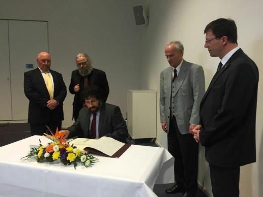 Stadtpräsident Christoph Poland, Uwe Maroske, Dr. Raimund Hoffmann und Georg Huschke und  Bürgermeister Andreas Grund (von links).