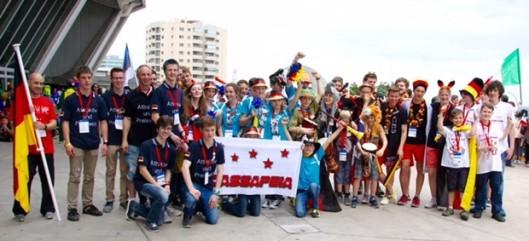 Eine bleibende Erinnerung: die Begegnung mit robotikbegeisterten Jugendlichen aus aller herren Länder. Fotos: CaroAces