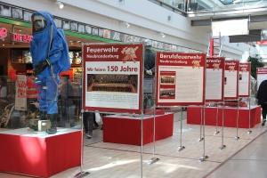 Im Marktplatzcenter ist heute noch die Ausstellung zum feuerwehrjubiläum zu sehen. Foto: Stadt