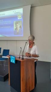 Uta-Maria Kuder bei ihrem Vortrag im Kulturquartier.