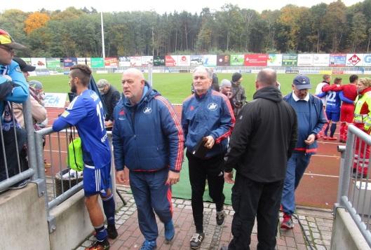 Cotrainer Volker Piekarski (Mitte) hat einmal mehr einen guten Eindruck von der Mannschaft. Aber ein tolles Training ist das eine...