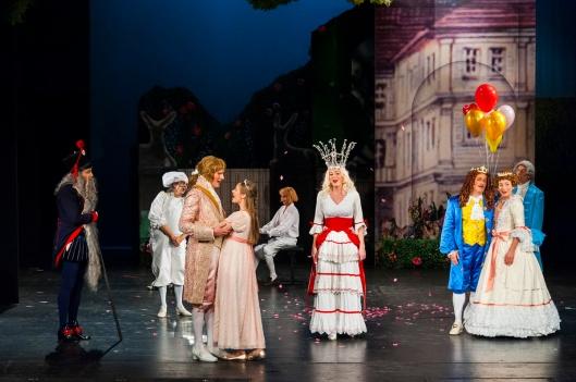 """Das diesjährige Weihnachtsmärchen """"Dornröschen"""" hat morgen am Landestheater Premiere. Foto: Tom Schweers"""