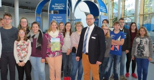 Leea-Geschäftsstellenleiter Falk Roloff-Ahrend hatte die Schüler der Nehru-Schule zur Ausstellungseröffnung begrüßt. Fotos: Leea