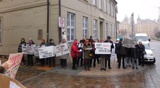 Die Theateraktivisten bei ihrer Aktion im November in Schwerin.
