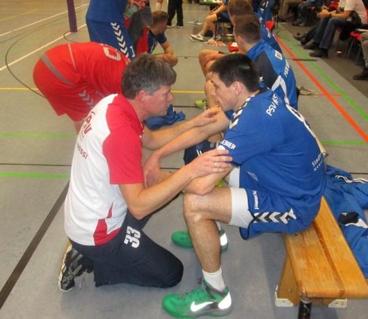 Dirk Heß nimmt Andrej Storozhenko vo dem fünften Satz noch einmal ins Gebet.