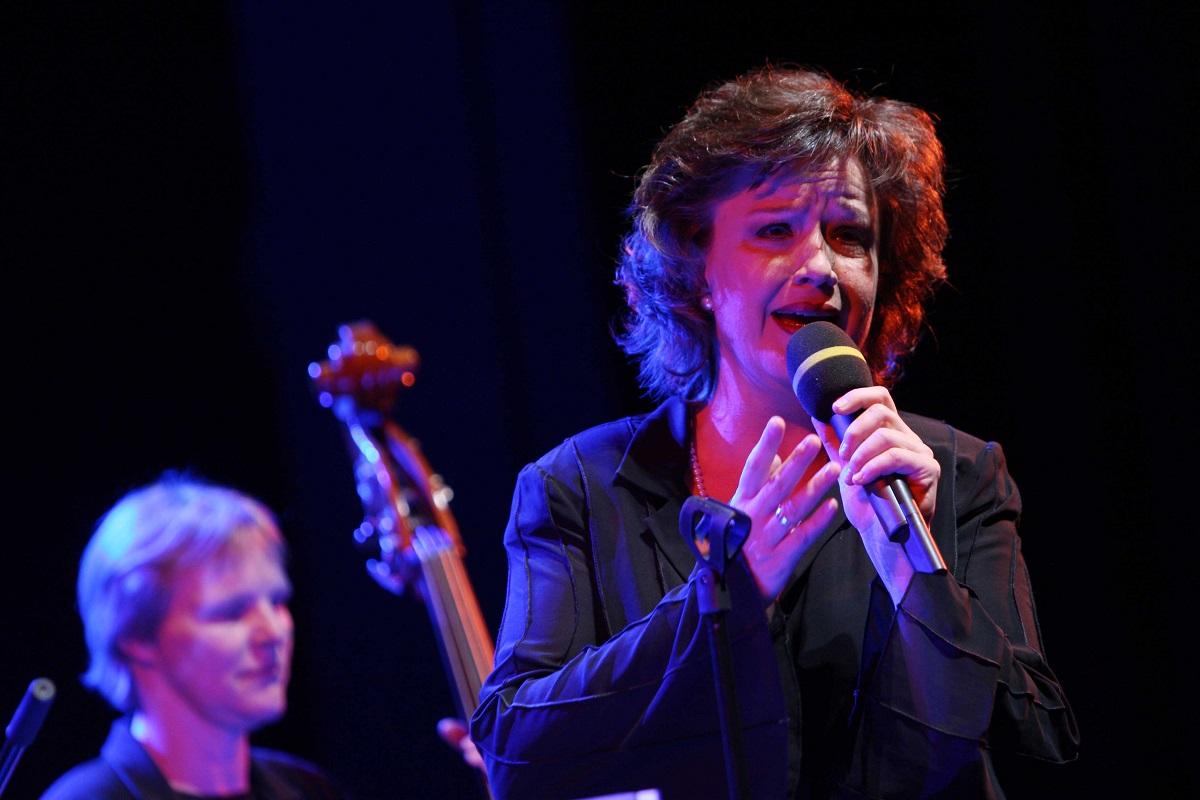 Fabiene Jost singt Chansons